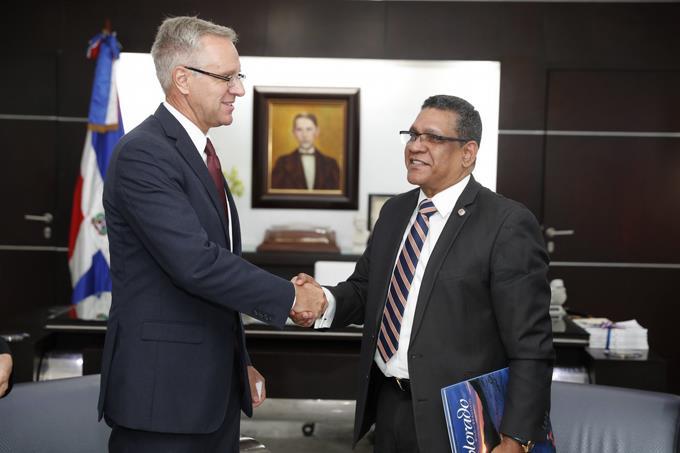 Ce député dominicain parle des défis causés par les migrants haïtiens