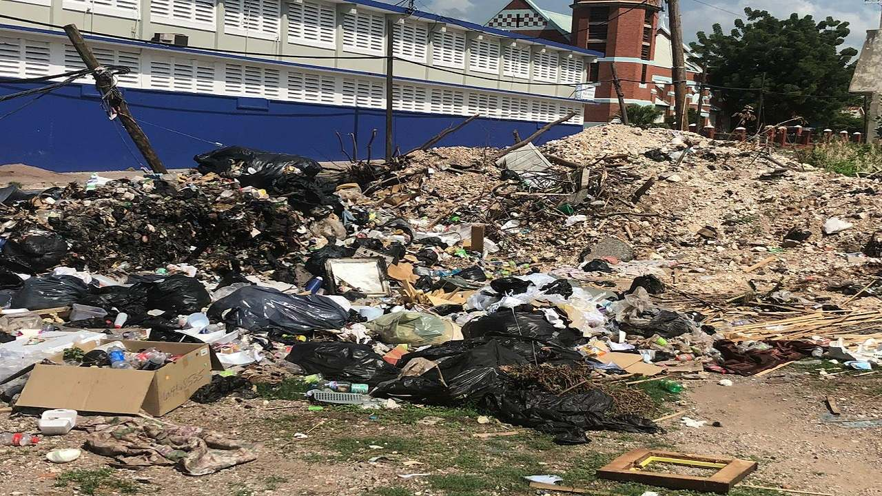 The pile up of garbage at a makeshift dump along Oxford Street in downtown Kingston. (PHOTOS: Kimmo Matthews)