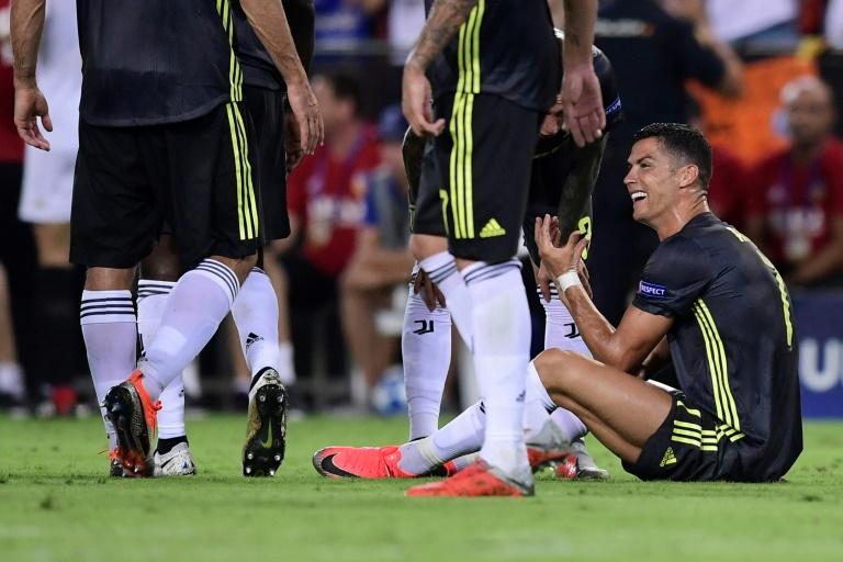 L'attaquant de la Juventus Cristiano Ronaldo en larmes après avoir écopé d'un carton rouge pour un accrochage avec un défenseur valencien en Ligue des champions le 19 septembre 2018