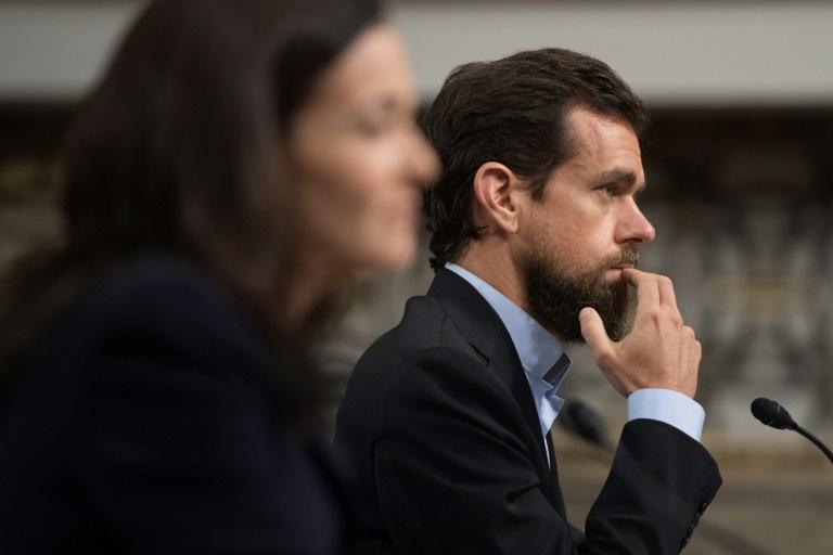 Le fondateur de Twitter Jack Dorsey et la numéro deux de Facebook Sheryl Sandberg arrivent au Congrès américain pour témoigner devant une commission sénatoriale sur l'ingérence présumée de la Russie lors de la présidentielle de 2016, le 5 septembre 2018 à Washington