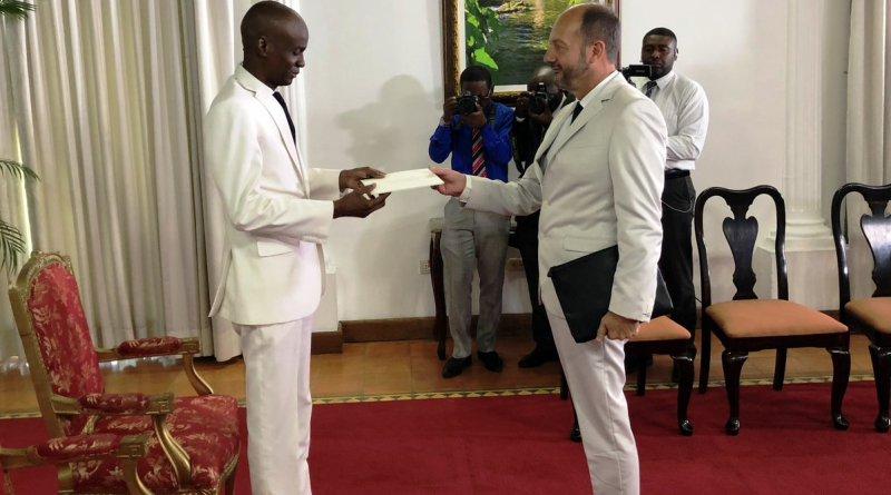 Photo : Le  Président Jovenel Moïse et le  nouvel Ambassadeur de France M. José Gomez