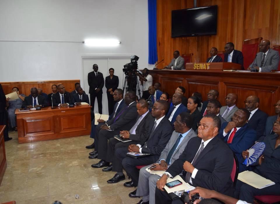 Le cabinet de Jean-Henry Céant, lors d'une séance de ratification de sa politique générale au parlement