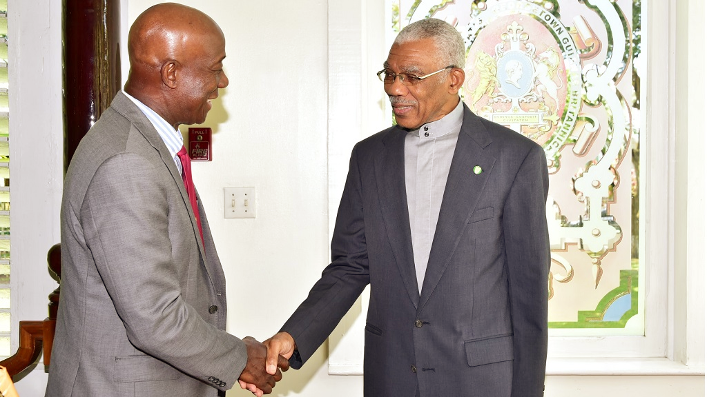 Photo L-R: President of Guyana, David Granger and Prime Minister Dr Keith Rowley signed a Memorandum of Understanding (MoU) on Energy Sector Cooperation on September 19, 2018.