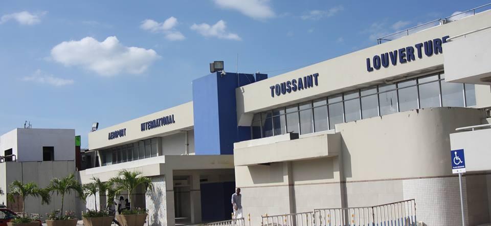Façade de l'aéroport Toussaint Louverture. Photo : Facebook/ AAN