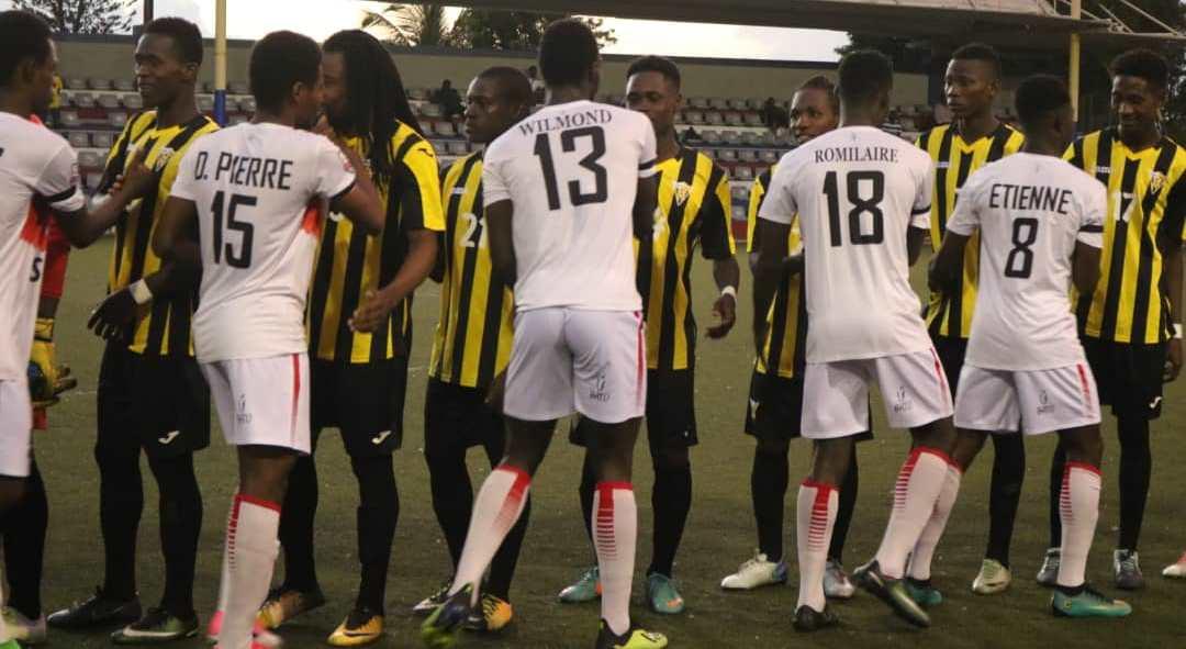 Salutations entre les joueurs des deux équipes.  Crédit Photo: Don Bosco de Pétion Ville
