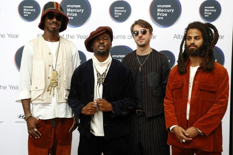 Les rockers de Wolf Alice, Joff Oddie, Ellie Rowsell, Theo Ellis et Joel Amey, lors de la remise de leur Mercury Prize à Londres, le 20 septembre 2018