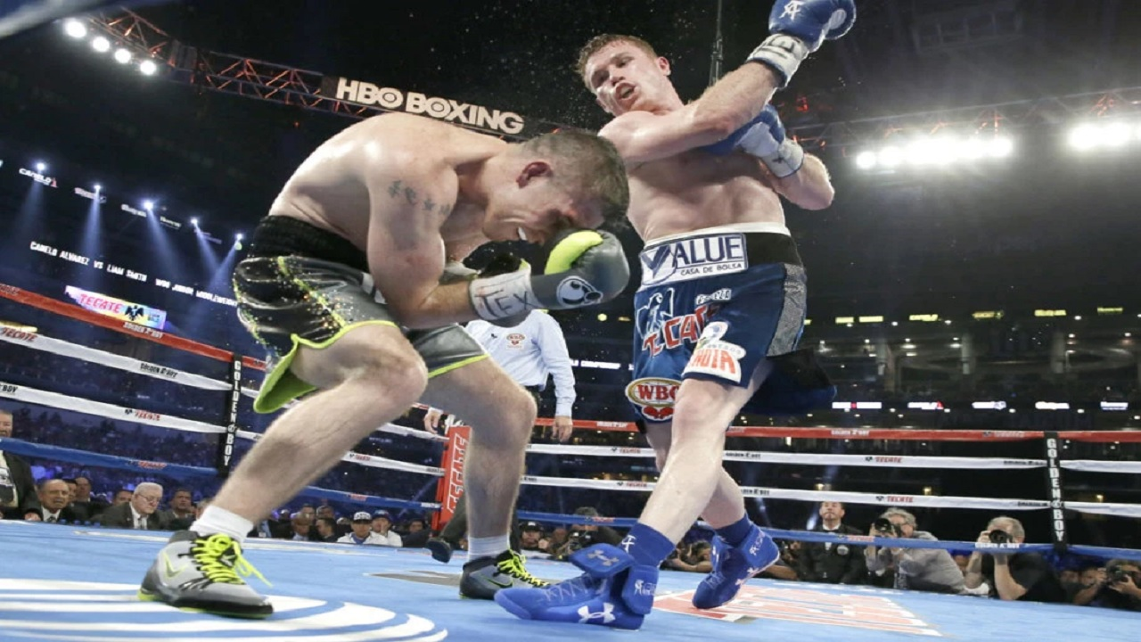 Canelo Alvarez delivers a right hook to Liam Smith during a WBO light middleweight title bout in Arlington, Texas. (PHOTO: AP)