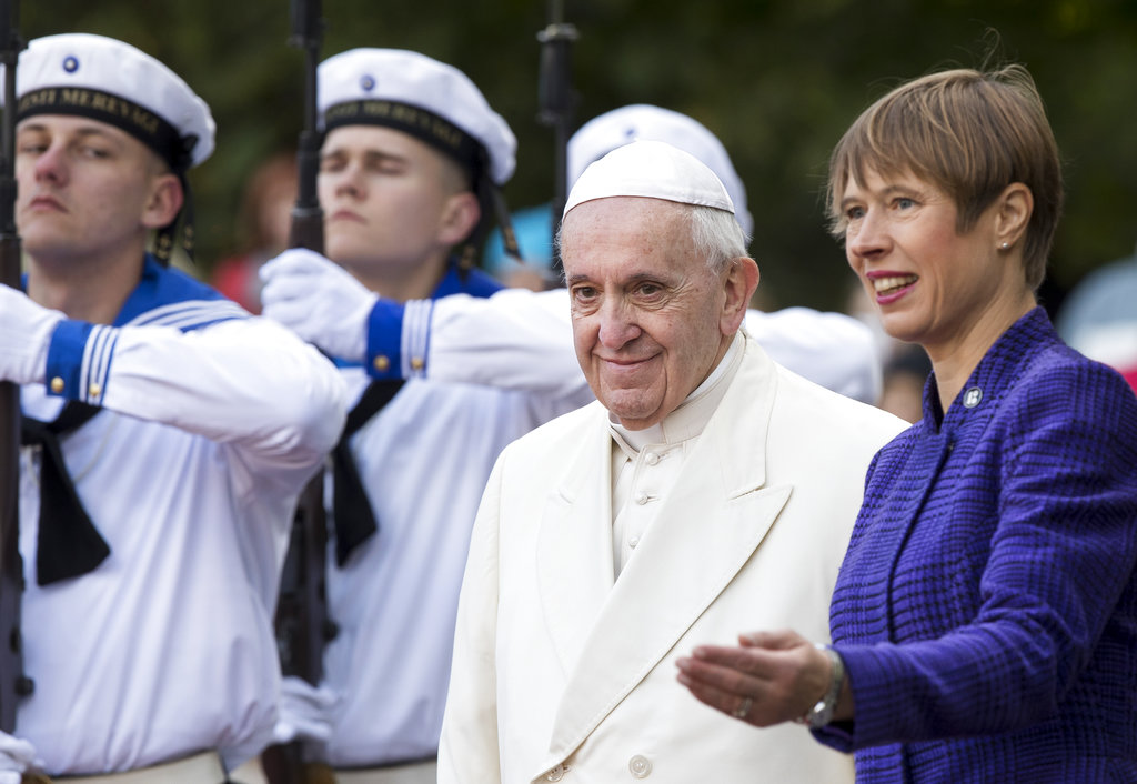 President of Estonia Kersti Kaljulaid, right, welcomes Pope Francis as he arrives at the Kadriorg Presidential Palace in Tallinn, Estonia. (AP Photo/Mindaugas Kulbis)