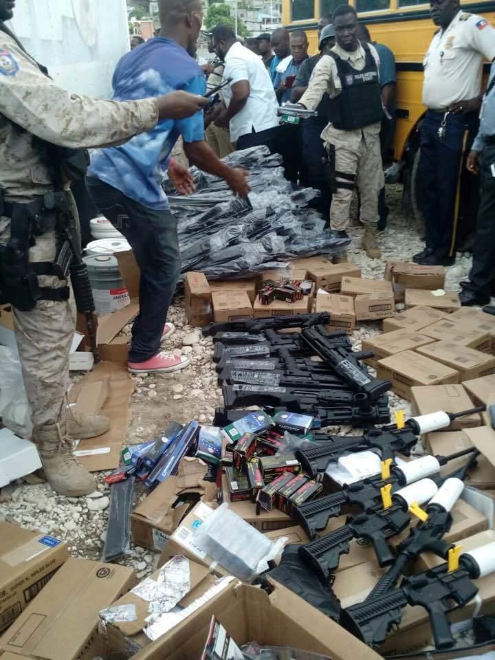 La cargaison d'armes de guerre saisie en octobre 2016 par les autorites douanieres de Saint-Marc