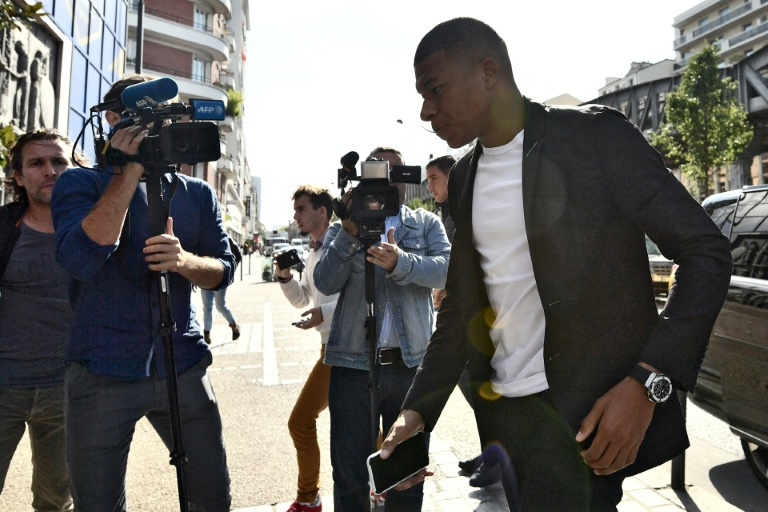 Le Parisien Kylian Mbappé à son arrivée au siège de la Fédération de football à Paris pour plaider sa cause devant la comission de discipline, le 20 septembre 2018
