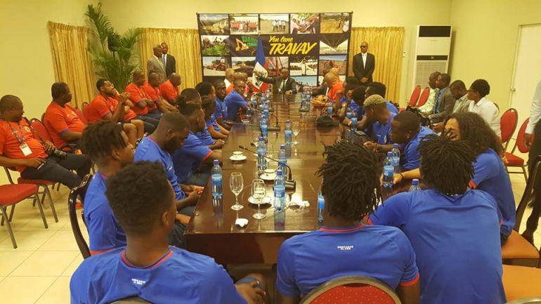 Le président Jovenel Moise et les Grenadiers. Photo de Haiti Tempo