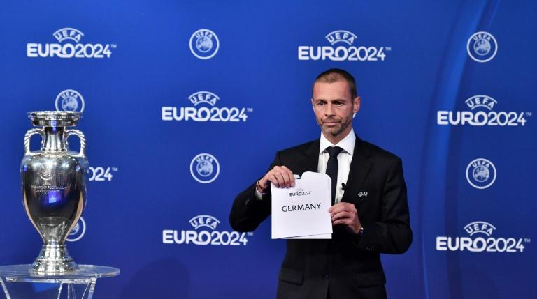 Le président de l'UEFA Aleksander Ceferin annonce que l'Allemagne organisera l'Euro-2024 de football lors d'une cérémonie au siège de l'UEFA à Nyon, en Suisse, le 27 septembre 2018