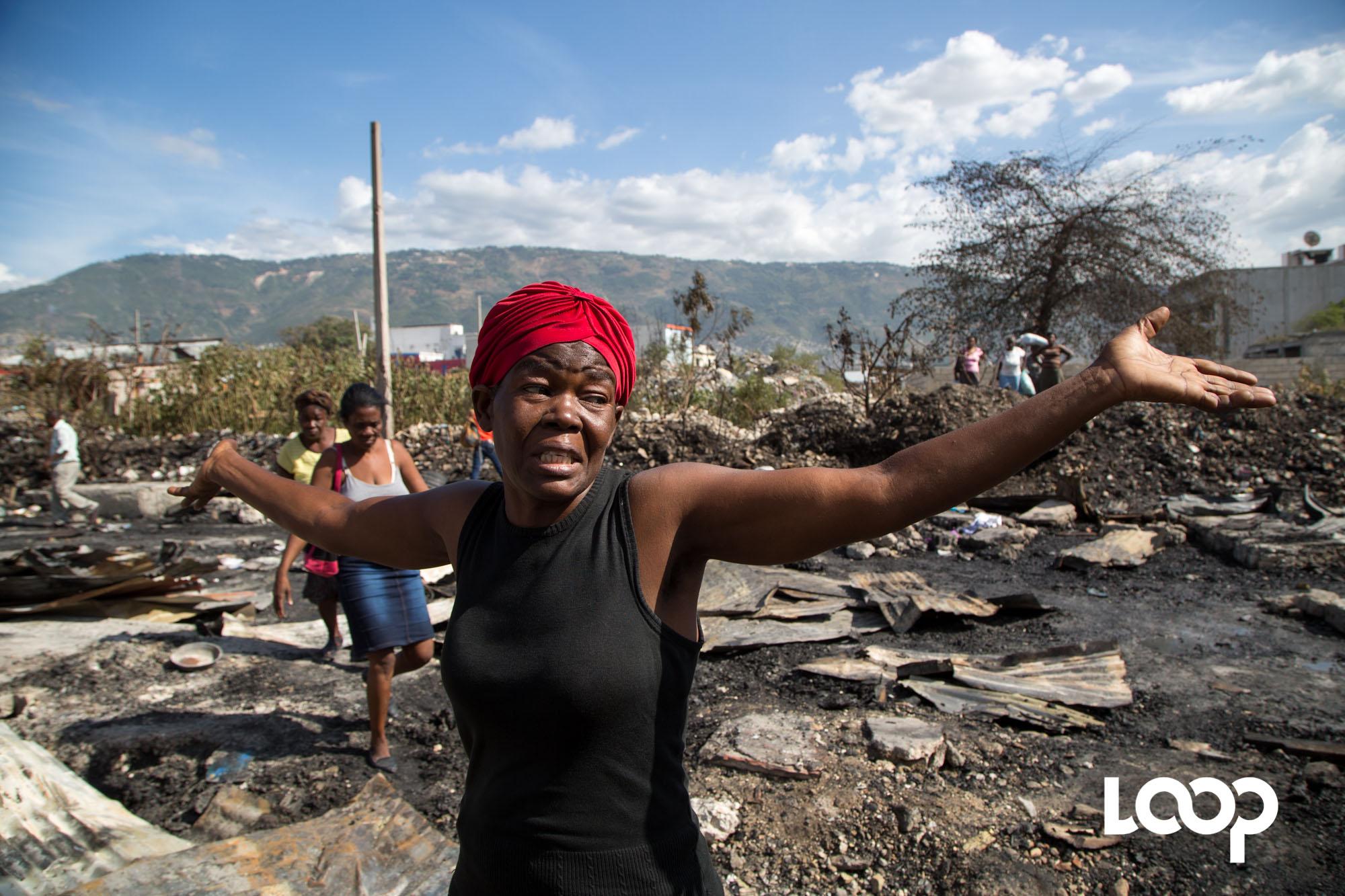 Une commerçante victime du feu qui s'est déclaré cet après midi au marché de Curaçao.