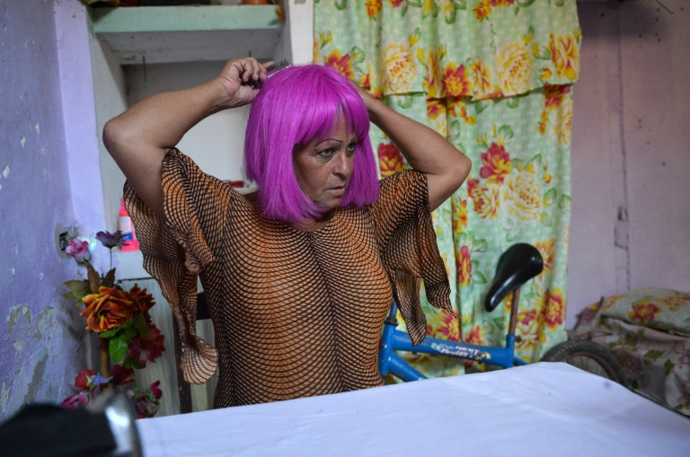 Adela, transgenre et élue locale, née Jose Agustin Hernandez, le 26 août 2018 chez elle à Caibarien, dans la province cubaine de Santa Clara