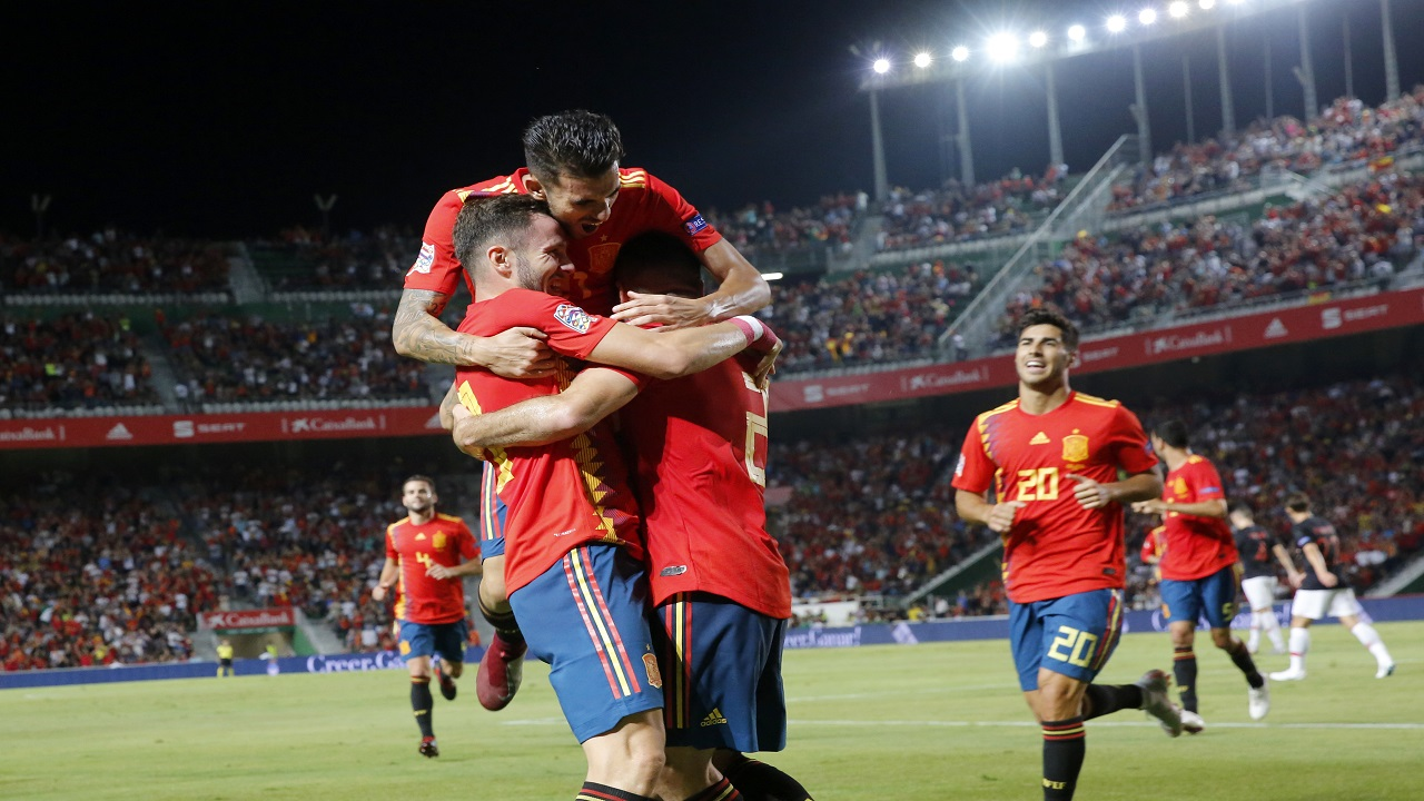 Spain's Saul Niguez, front left, celebrates with teammates after scoring his side's opening goal during the UEFA Nations Leaguefootball match against Croatia at the Manuel Martinez Valero stadium in Elche, Spain, Tuesday Sept. 11, 2018.