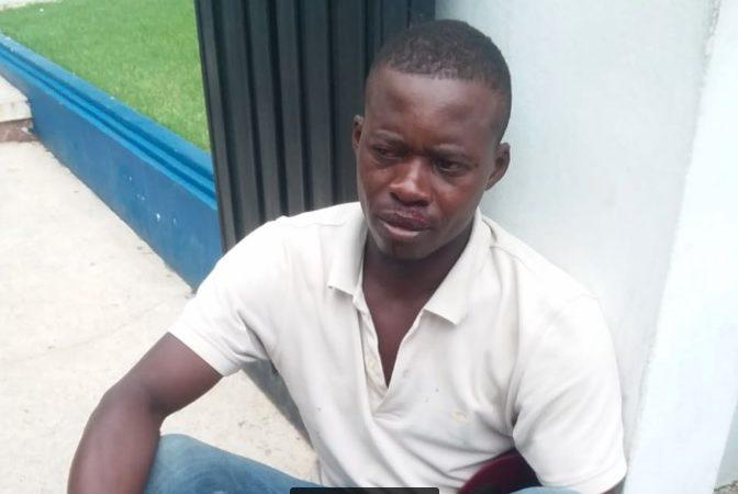 Un jeune Haïtien sévèrement battu par 2 soldats dominicains. Photo: Hoy Digital