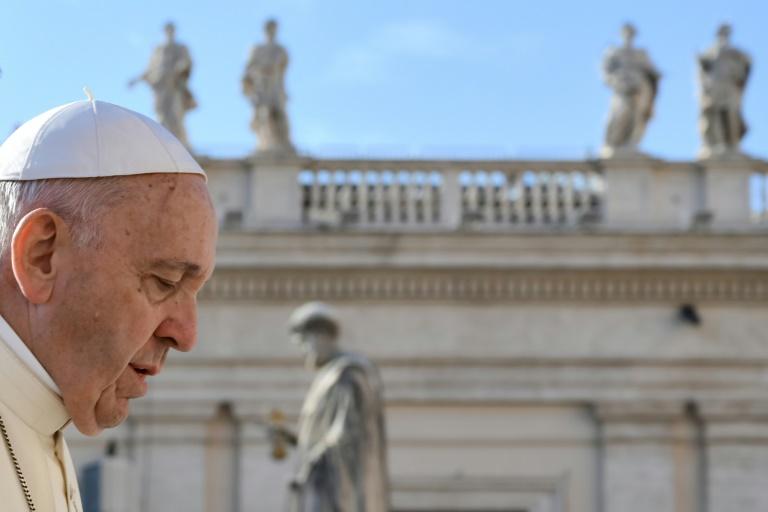 Le pape François arrive sur la place Saint-Pierre au Vatican, le 10 octobre 2018