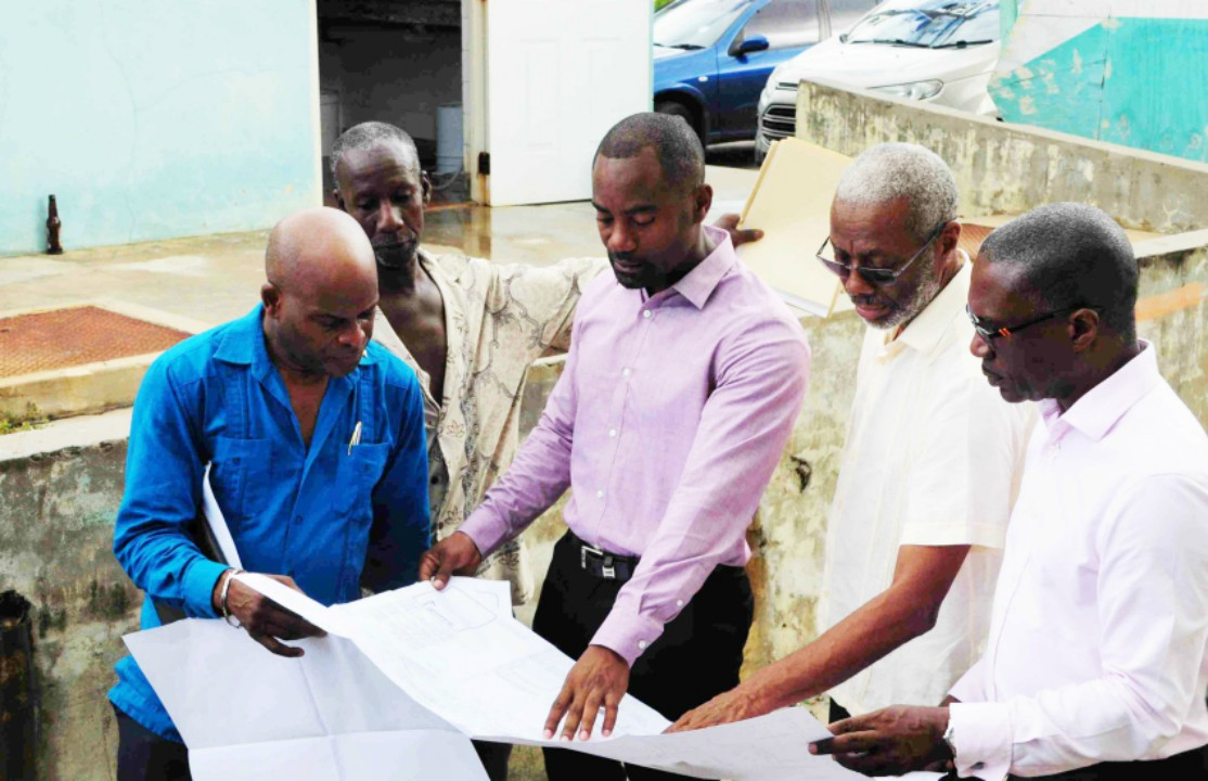 From left to right: Home Affairs Minister, Edmund Hinkson; Weston Fisherfolk Association President, Chelston Thomas; Minister Kirk Humphrey; Chief Fisheries Officer, Stephen Willoughby; and Manager of the Bridgetown Port, David Jean-Marie. (B.Hinds/BGIS)
