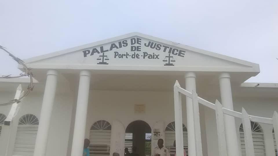 Photo : Tribunal de Port-de-Paix - Crédit : Wilnick Ormestis