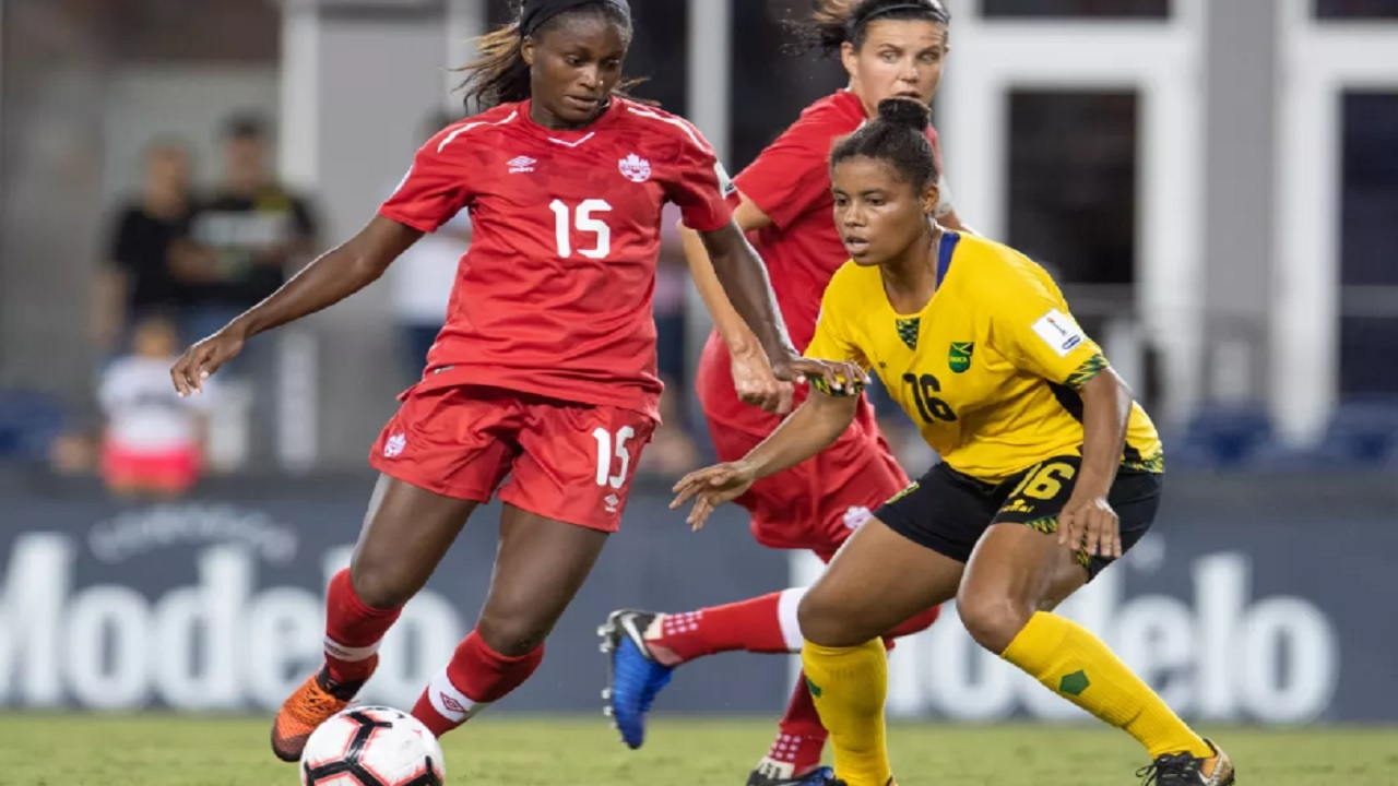 Canada's Michelle Prince (left) looks for the possession against Jamaica's Dominique Bond in a Group B match of the 2018 Concacaf Women´s Championship at H-E-B Park in Edinburg, Texas on October 5, 2018 (PHOTO: concacaf.com).
