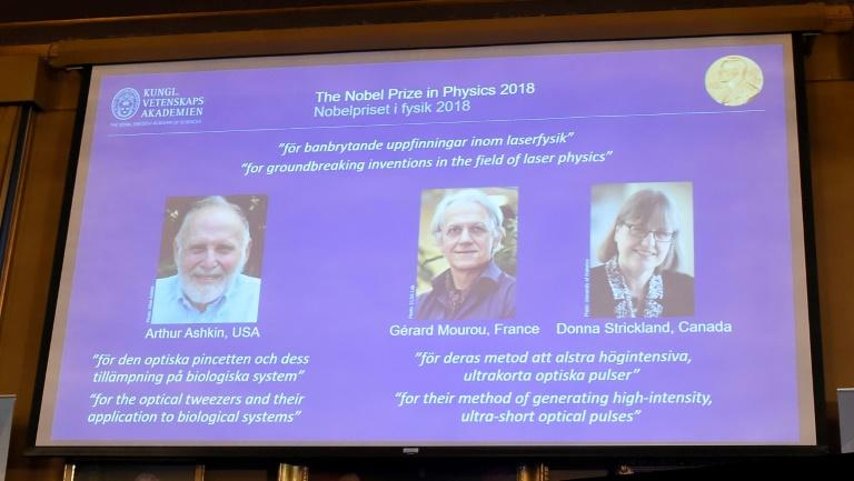 Les portraits des trois lauréats du prix Nobel de physique dévoilés le 2 octobre 2018 à Stockholm. TT News Agency / AFP