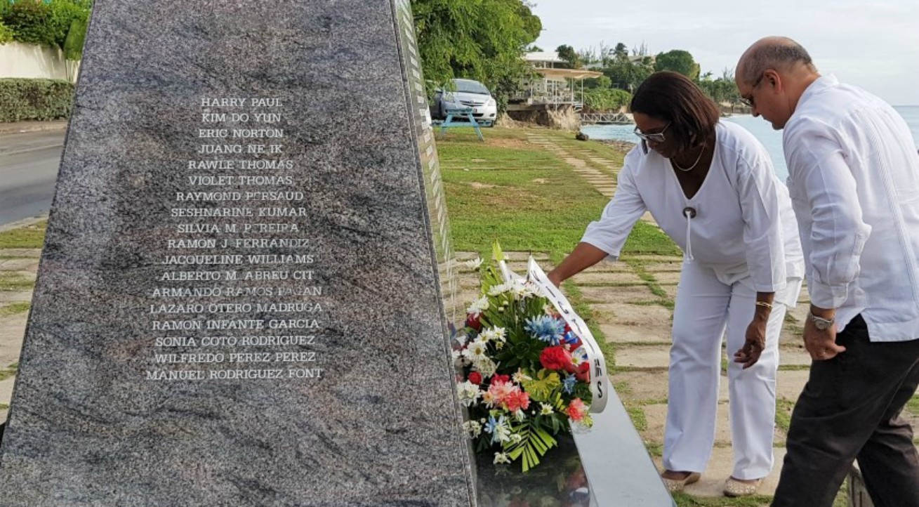 Minister in the Ministry of Foreign Trade, Sandra Husbands and Cuba's Ambassador to Barbados, Francisco Fernández Peña, laying a wreath at the memorial of Cubana Crash Flight 455. (BGIS)