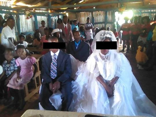 Haiti: Un pasteur marie deux mineurs de 13 et de 14 ans. Photo: Klebert Orleus