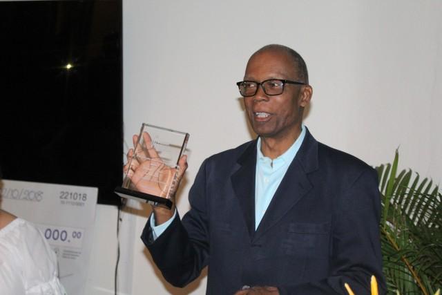 L'écrivain haitien Ronald C.Paul, lauréat de l'édition 2018 du prix littéraire Henry Deschamps pour son romand La couturière de Martissant