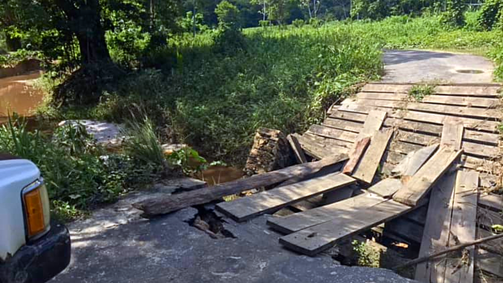 Photo: A photo of the bridge connecting a village in Vega de Oropouche to the rest of the country after flooding took place from October 19-22, 2018.