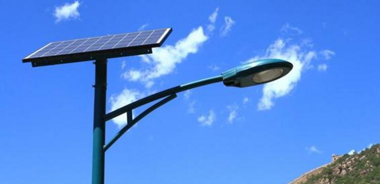 Illustration: éclairage public photovoltaïque/ Crédit : Volti