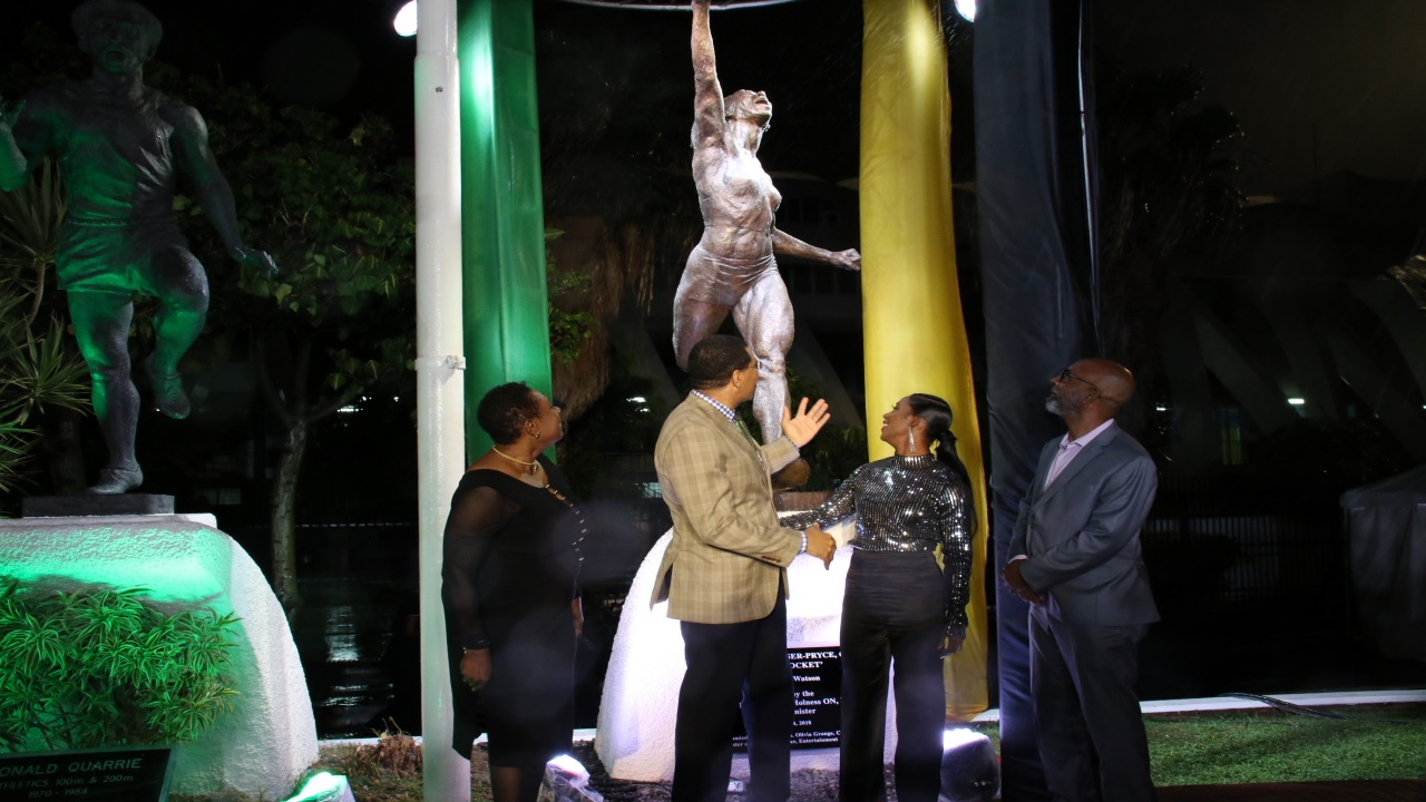 Prime Minister Andrew Holness (2nd left) is joined by Olympian Shelly-Ann Fraser-Pryce (3rd left) at the unveiling of her statue at the National Stadium in Kingston on October 14. Enjoying the moment are Sport Minister, Olivia Grange (left) and Sculptor Basil Watson (right). (PHOTOS: Llewellyn Wynter).
