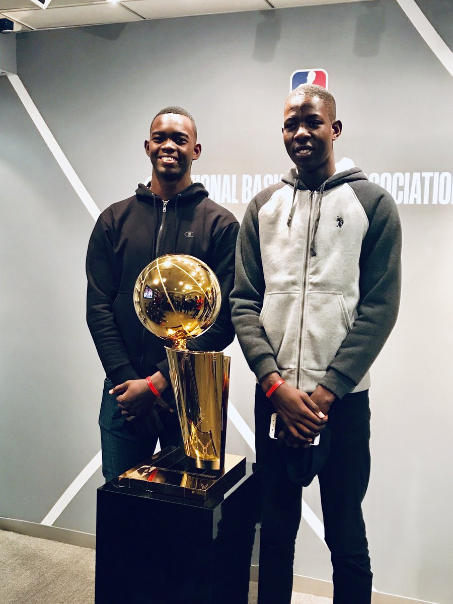 Delva et Evens au local de la NBA