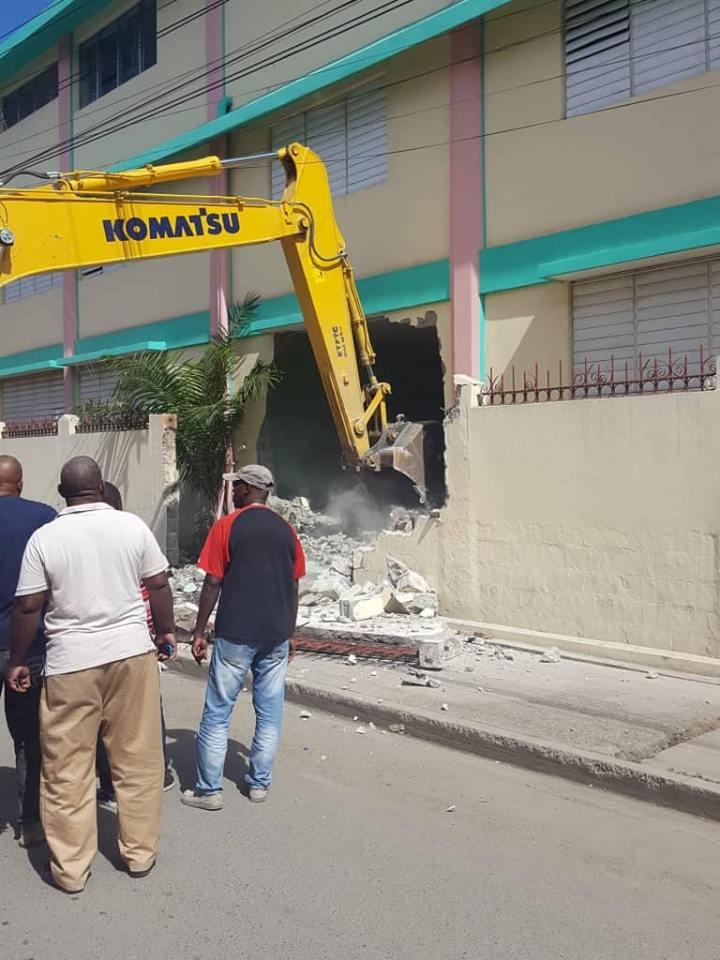 Cap-Haitien: Des citoyens furieux contre la démolition d'une école