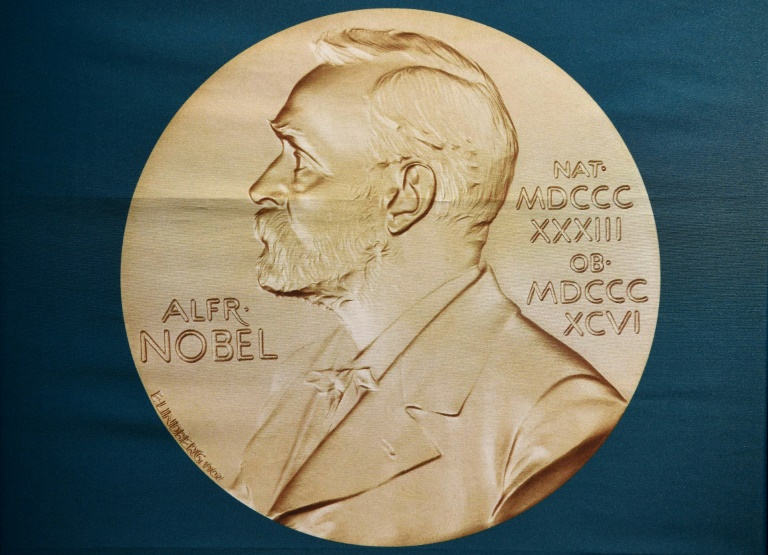 Clap de fin lundi pour l'édition 2018 des Nobel, marquée par l'absence de la littérature, avec l'économie, un prix plus sensible à l'air du temps qui pourrait couronner des recherches sur le climat ou le développement