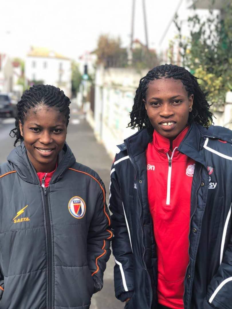 Batcheba Louis et Kethna Louis sont bien arrivées à Paris. Elles s'entraîneront avec le FF Issy afin de bien préparer la suite de la saison. Photo de Manesson