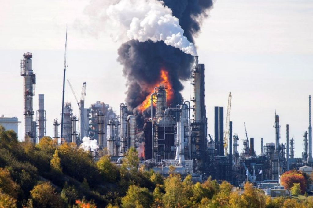 Canadian Hydrocarbon Refinery Explosion. Photo courtesy (Stephen MacGillivray/Canadian Press.