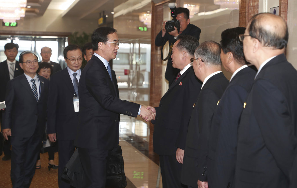 South Korean Unification Minister Cho Myoung-gyon, center left, shakes hands with Ri Son Gwon, chairman of the North Korean agency that handles inter-Korean affairs, at the Pyongyang Airport in Pyongyang, North Korea. (Joint Press Corps Pyeongyang Pool via AP)