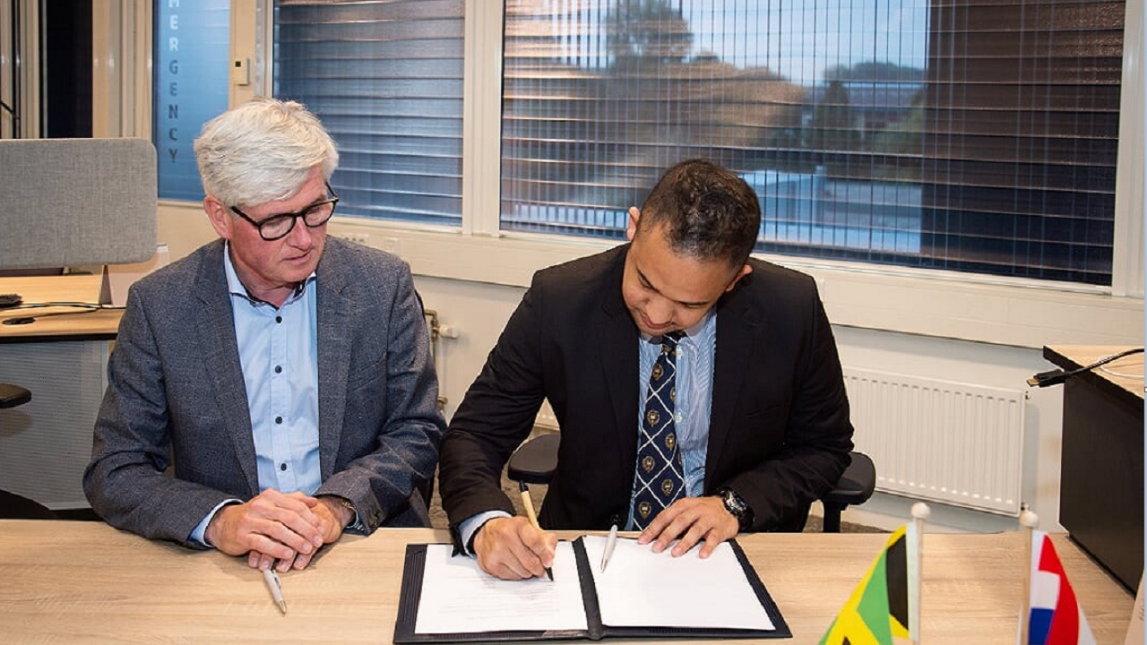 Dr Toon Segeren Deltares (left) Director for External Relations and Entrepreneurship and Dr Parris Lyew-Ayee Jr Director of MGI sign the agreement.