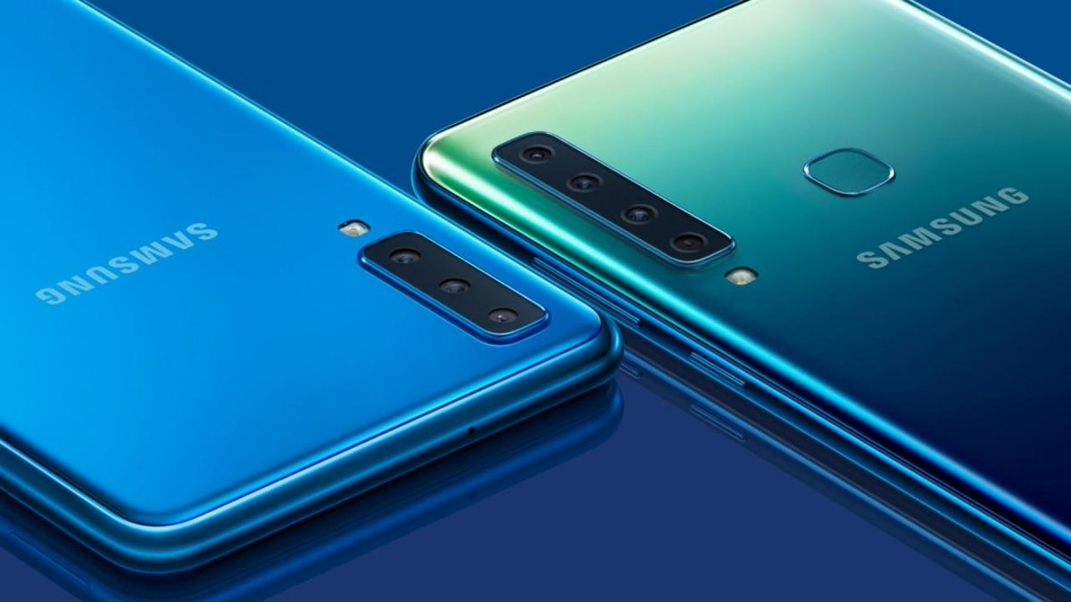 The Galaxy A7 2018 (left) and the Galaxy A9 2018 (right) (Photo: Android Authority)
