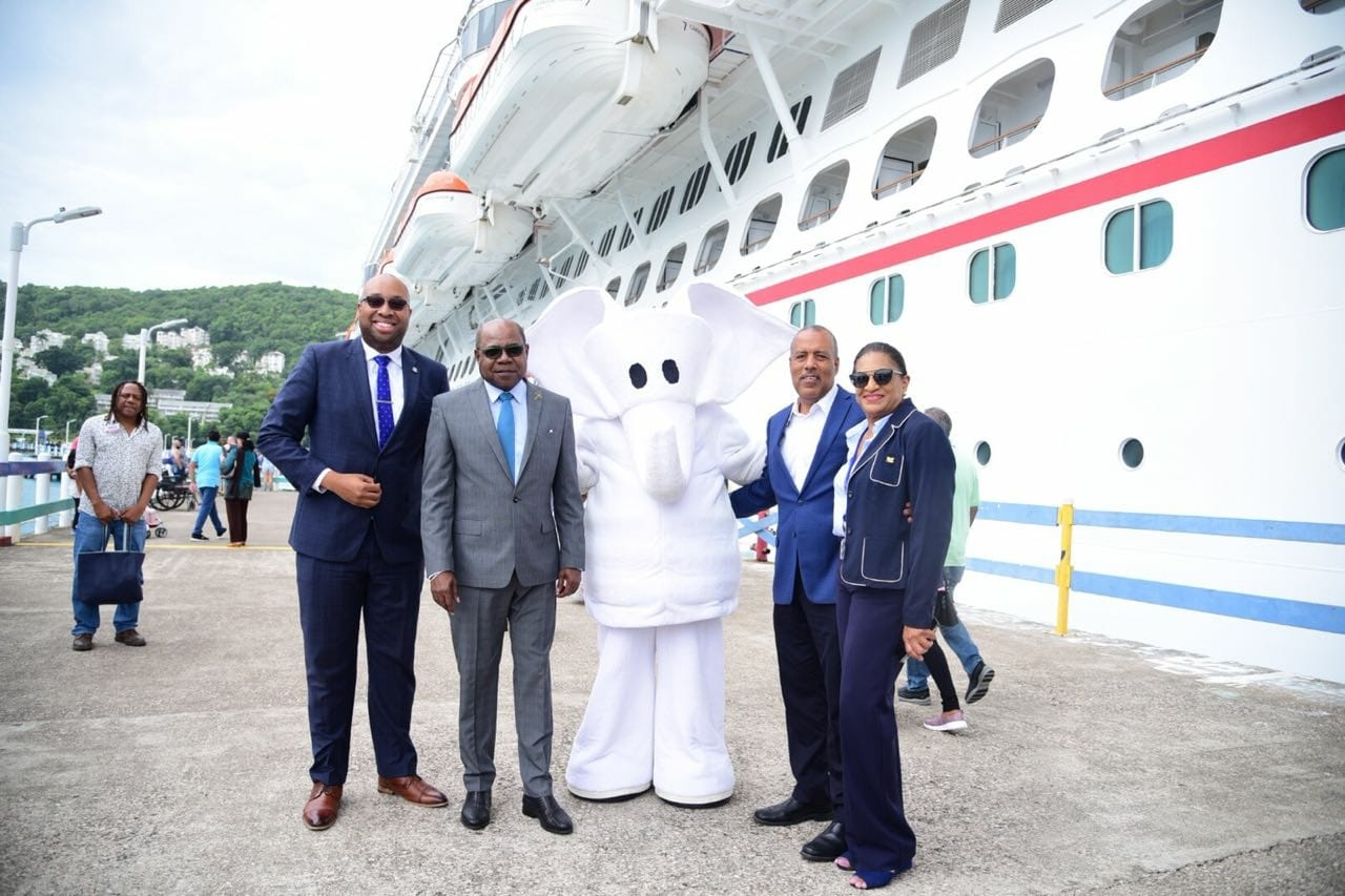 Tourism Minister, Edmund Bartlett, (2nd l); President and CEO of the Port Authority of Jamaica, Professor Gordon Shirley (2nd r); Senior Advisor/Strategist, Tourism Ministry, Delano Seiveright (l) and Executive Director of JAMVAC, Joy Roberts (r) are in good spirits with Carnival's Funship Towel Animal Mascot at the inaugural call of the Carnival Horizon cruise ship to Ocho Rios.