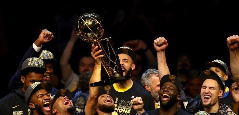 Les Golden State Warriors, sacrés champions de la NBA le 8 juin 2018 sur le parquet de Cleveland, remettent leur titre en jeu pour la saison 2018-19
