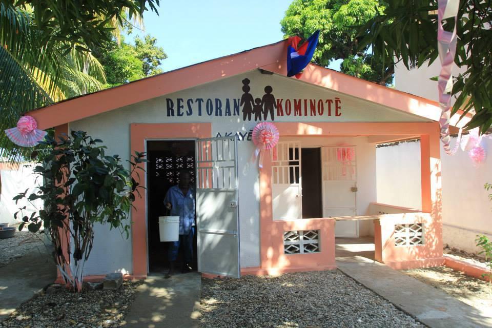 Illustration d'un restaurant communautaire installé dans la cite du drapeau par le régime PHTK