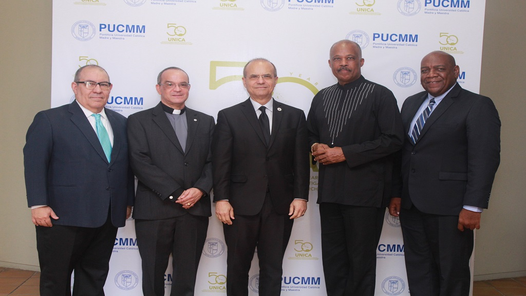 (From left to right) Dr. David Martin, Vice Rector, Pontificia Universidad Catolica, Dominican Republic; Padre Professor Ramon Alfredo de la Cruz Baldero, President, Pontificia Universidad Catolica, Dominican Republic; Dr Jorge Haddock-Acevedo, President Universidad de Puerto Rico; Professor Sir Hilary Beckles, Vice-Chancellor, The University of the West Indies; and Dr Francis De Lanoy, Rector Magnificus, University of Curaçao.