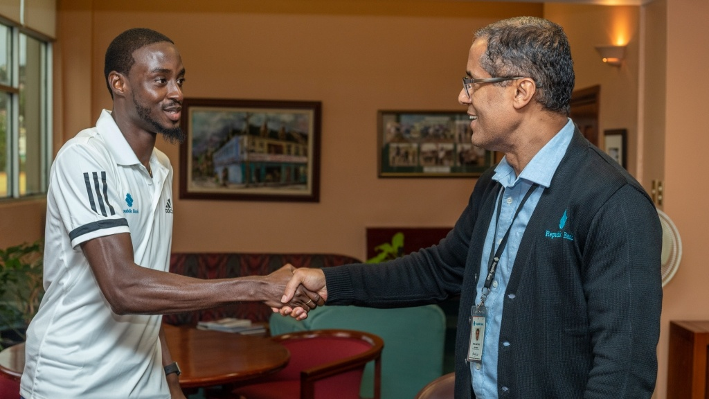 In full agreement: After signing on as the Bank's newest Brand Ambassador, sprint sensation, Jereem Richards (left) shakes hands with Republic Bank's Managing Director, Nigel Baptiste.