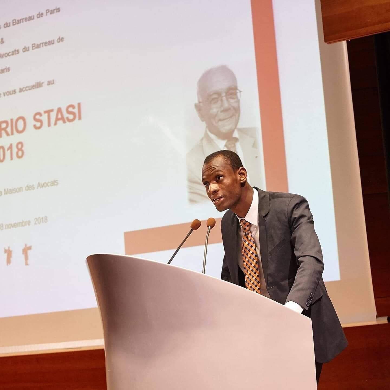 Le jeune avocat haïtien, Nathan Laguerre, remporte la médaille du Barreau de Paris.