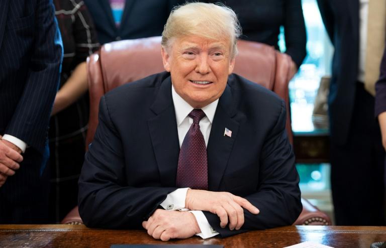 Le président des Etats-Unis Donald Trump a envisagé pour la première fois de ne pas infliger de taxes douanières supplémentaires sur les importations chinoises, dans le bureau oval à la Maison Blanche, le 16 novembre 2018.