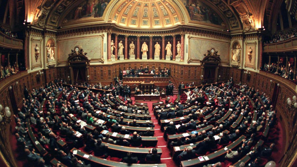 Le Sénat, à majorité de droite, a voté lundi le gel de la hausse de la taxe sur les carburants, dans le cadre de l'examen du projet de budget 2019.