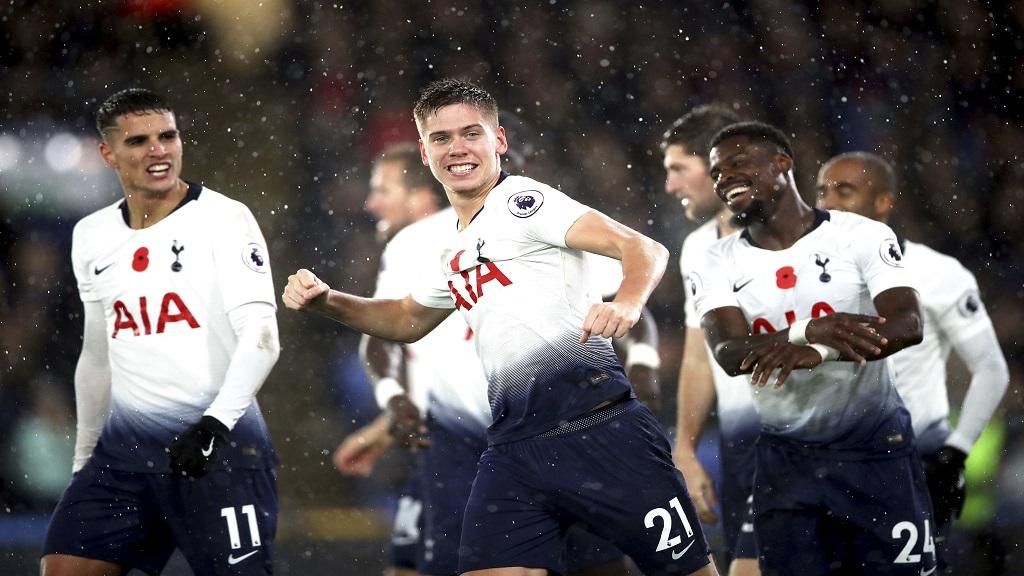 Tottenham Hotspur's Juan Foyth, center, celebrates his goal against Crystal Palace in their English Premier League football match at Selhurst Park, London, Saturday, Nov. 10, 2018