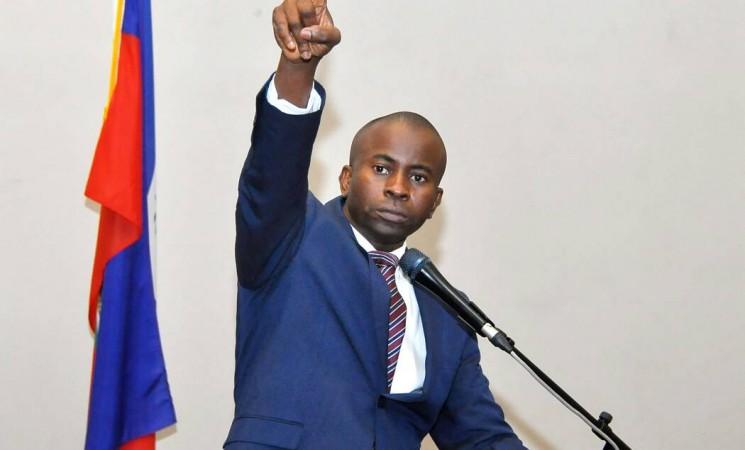"""Pour Jean Renel Sénatus, le commissaire du Gvt """"manque"""" à son rôle"""