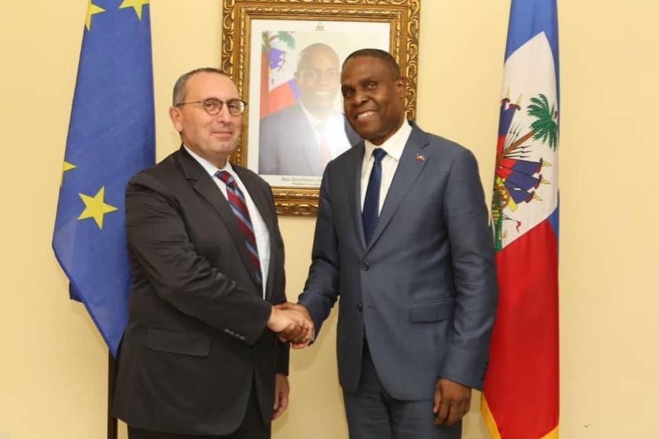 Photo : le Premier ministre, Me Jean Henry CÉANT et le Directeur général de la Devco M. Stefano Manservisi - Crédit Photo : Page Facebook Primature